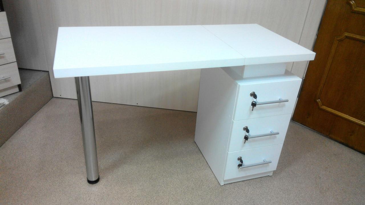 Маникюрный стол с тремя замками. 105*50высота 75 см.