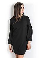 Платье с рукавом-баллоном черного цвета.