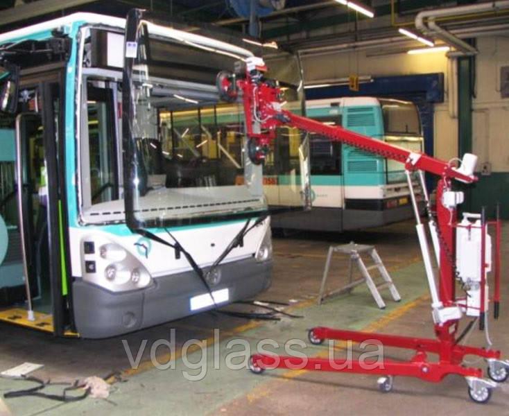 Заміна лобового скла на автобусі Iveco Euro Rider 35 Andecar Viana з двох частин в Нікополі, Києві, Дніпрі