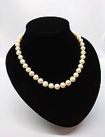 Жемчужное ожерелье из речного жемчуга   белого цвета с посеребренной застежкой, длина ожерелья -  46см.
