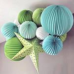 Гирлянды, бумажные шары, помпы