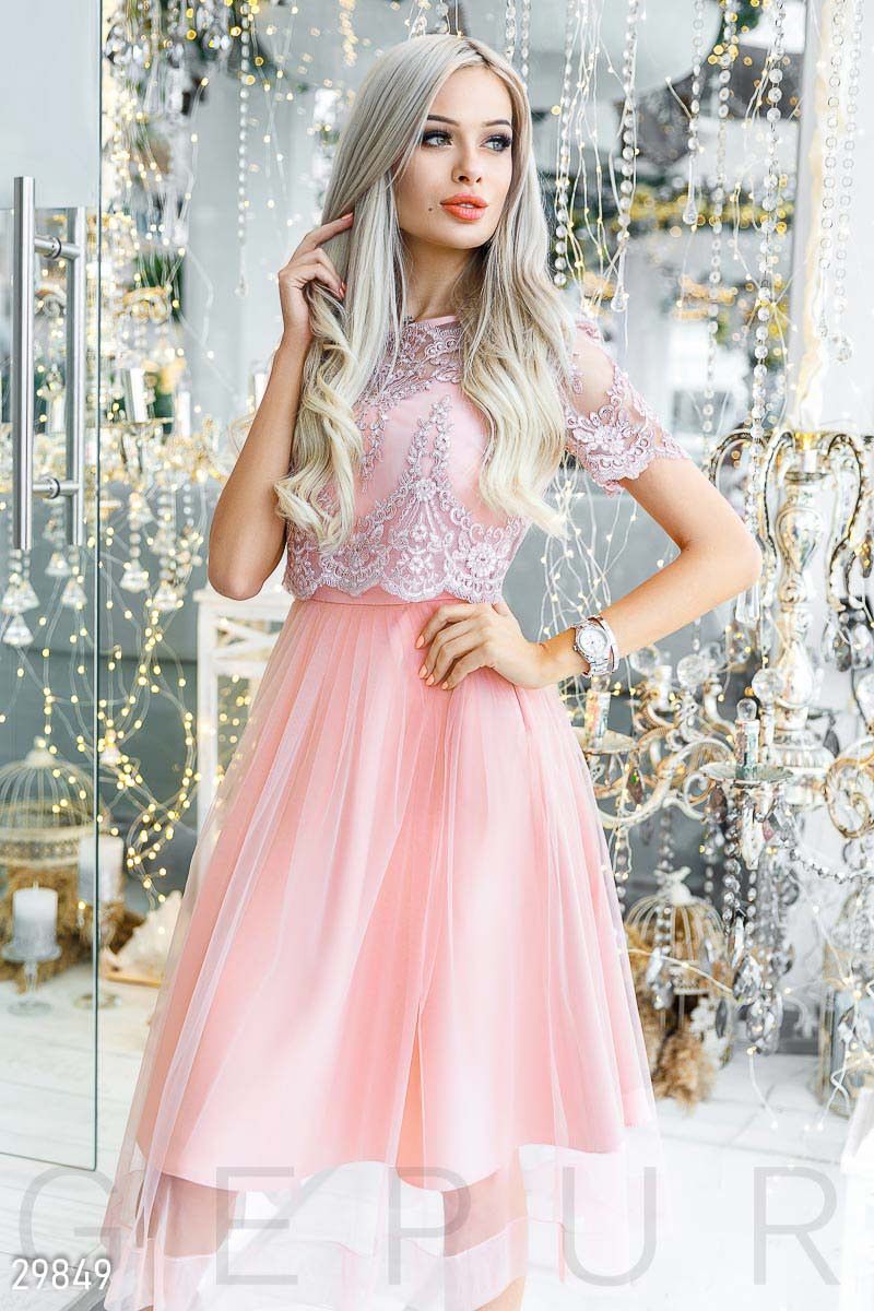 5fb1a00fe32 Праздничное розовое платье с пышной юбкой и кружевным топом - LeButon в  Одессе