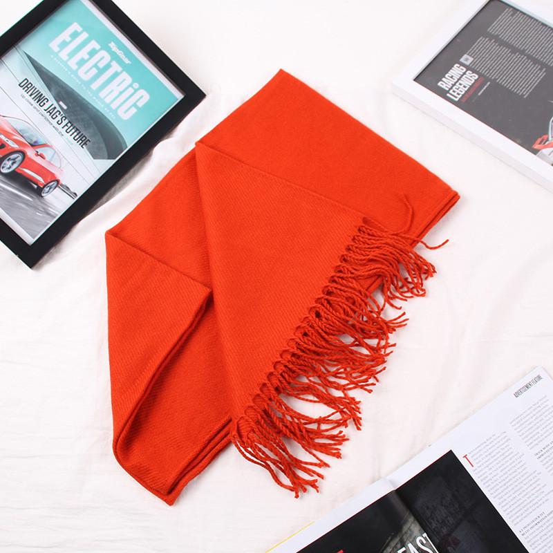Зимний однотонный женский шарф оранжевый с бахромой