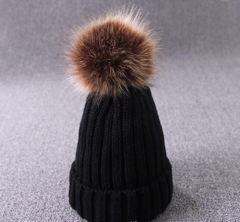 Теплая женская шапка с отцепным помпоном черная опт