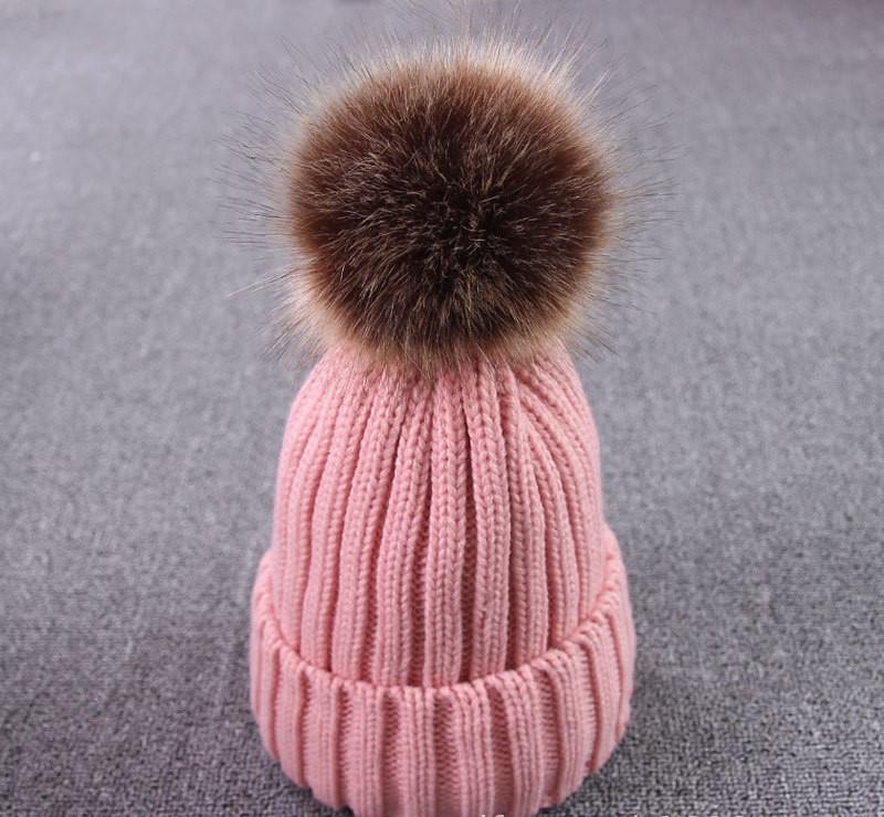 Зимняя теплая женская шапка с помпоном розовая