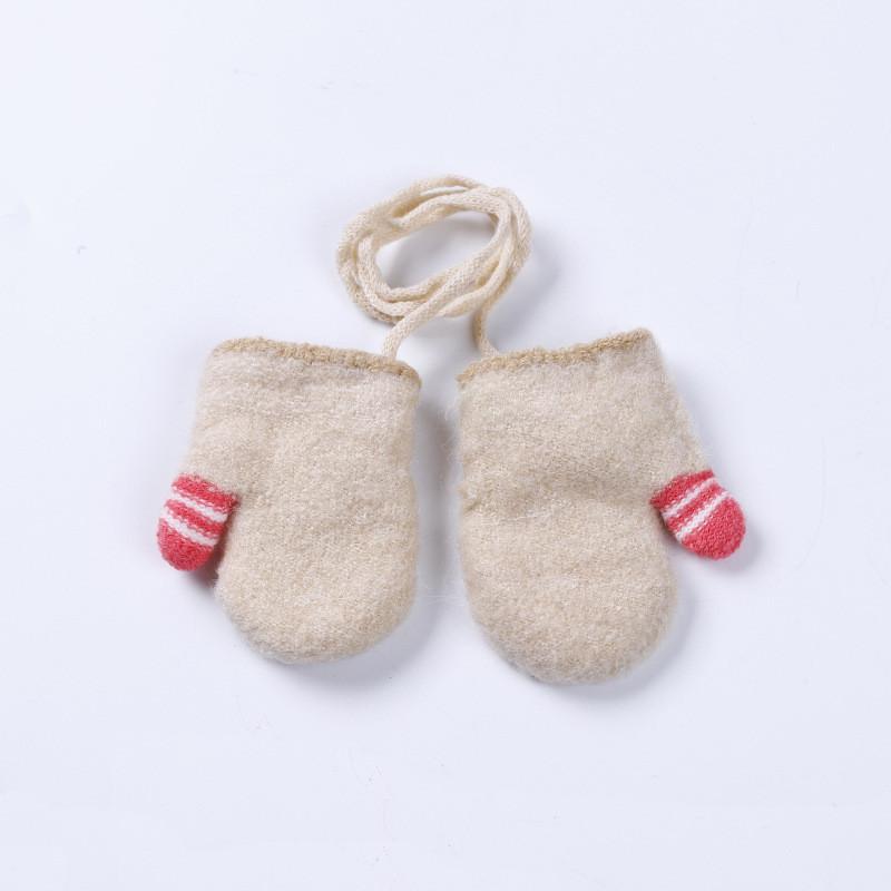 Варежки детские бежевые для новорожденных на верёвочке