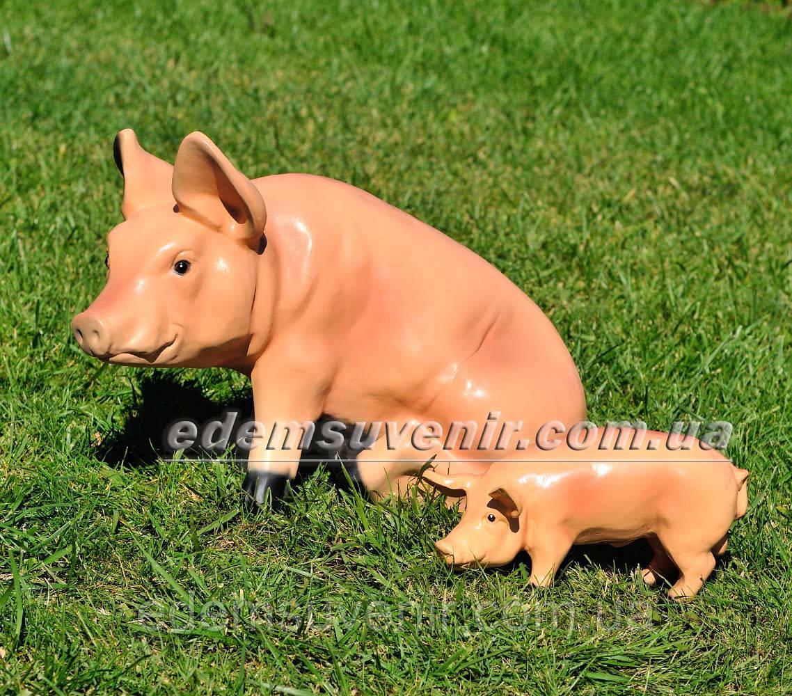 Садовая фигура Свинья сидячая и Кабанчик малый