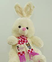 На подарунок м'яка іграшка Зайчик 58 см в красивому шарфі плюшева музична іграшка