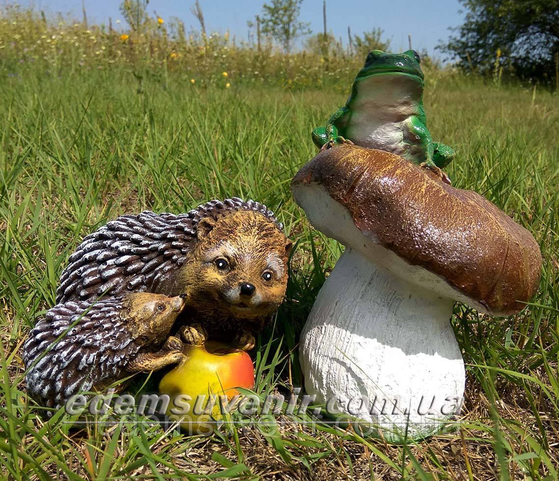 Садовая фигура Гриб с жабой и Ежи с яблоком
