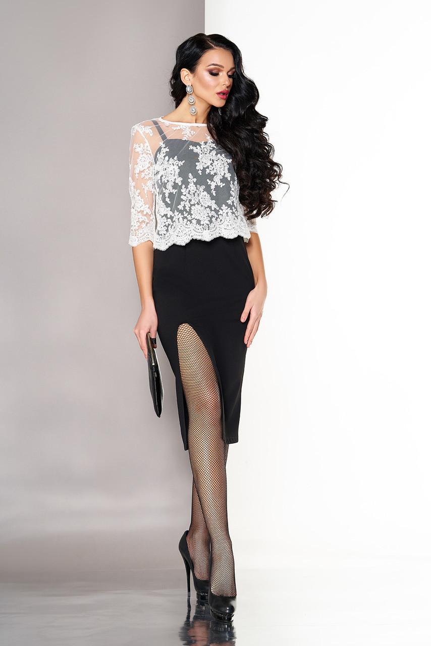 Элегантное платье средней длины с разрезом и накидкой облегающее рукав три четверти черное