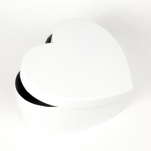 Подарочная коробка в форме сердца белая 24 х 22 х 9.5 см