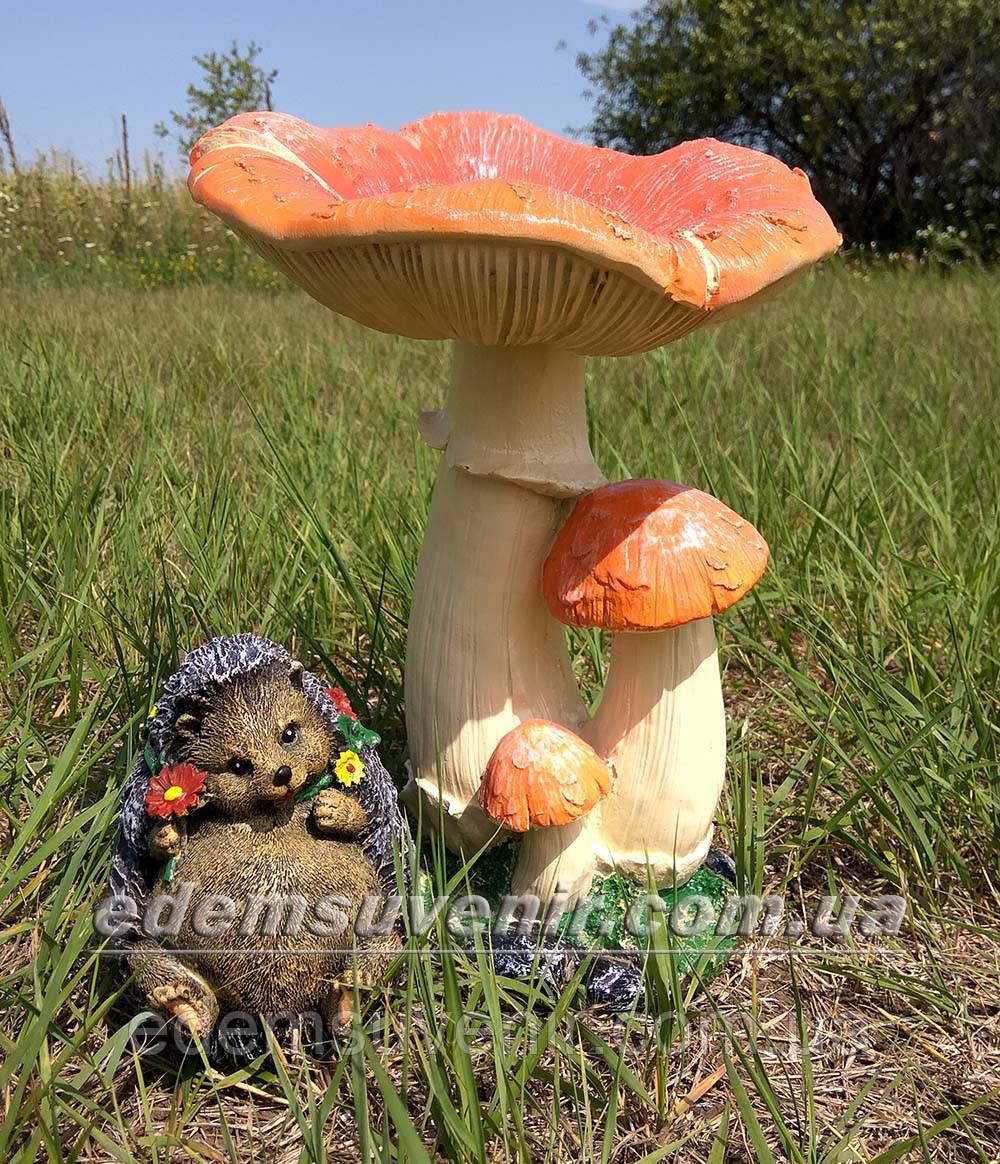 Садовая фигура Грибы Рыжики и Еж подарочный
