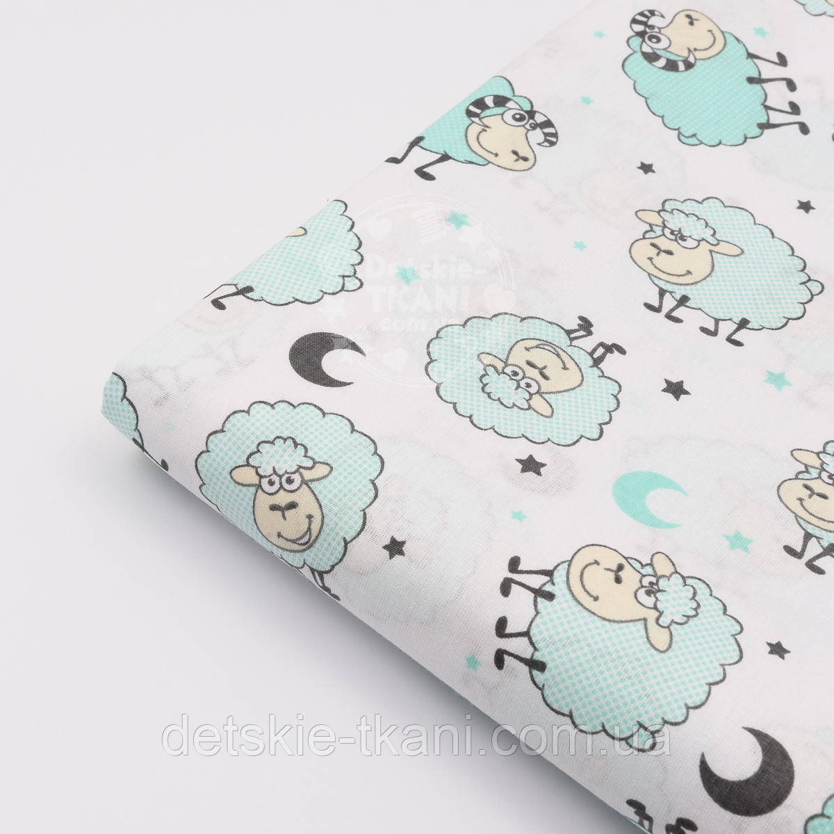 Лоскут ткани с голубыми овечками на белом  фоне № 1122