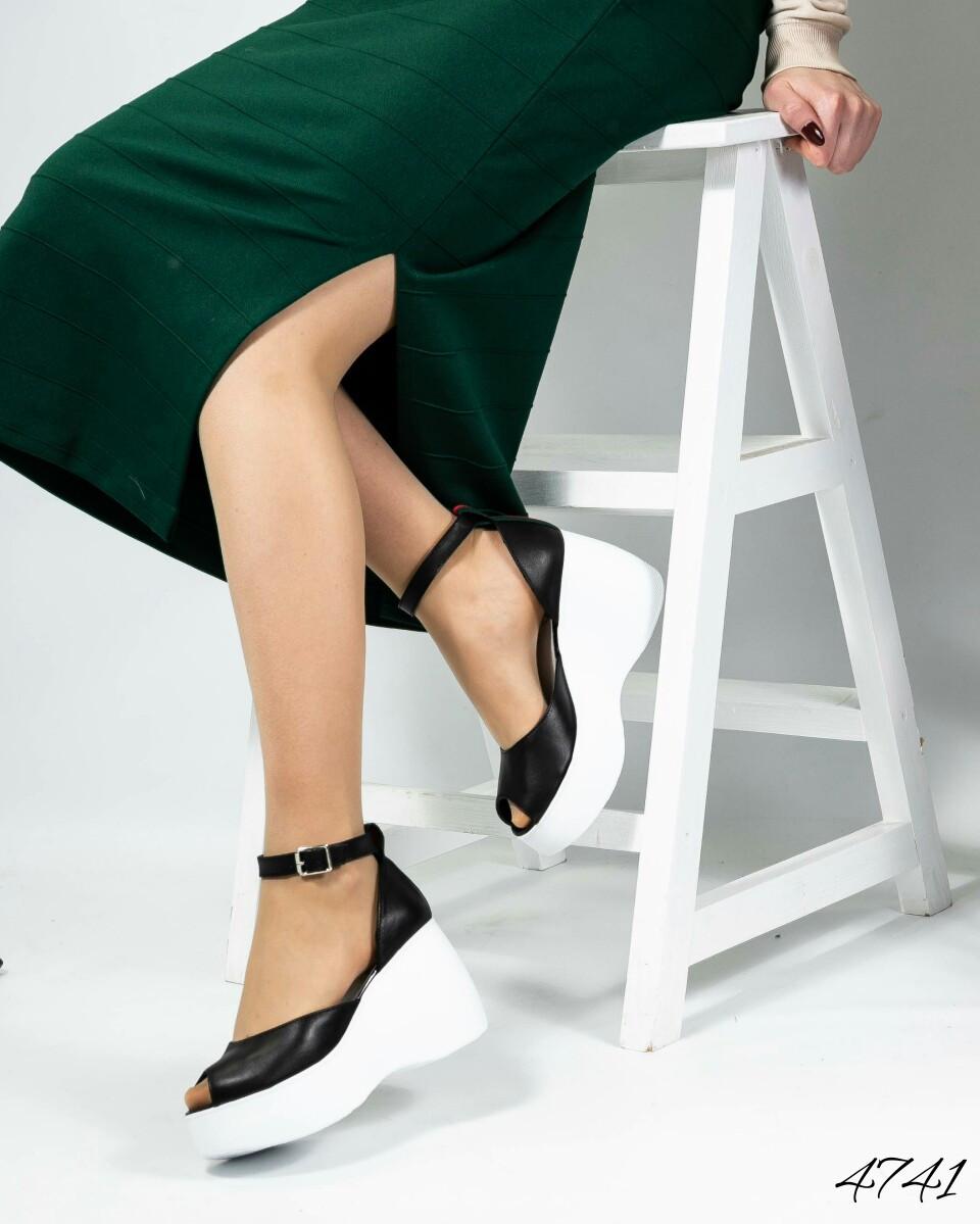 Туфли на платформе с ремешком вокруг ножки. Размер 38 39