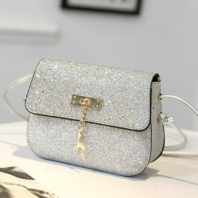 Блестящая сумочка через плечо серебро