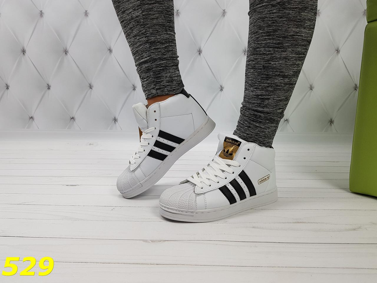 0c98e5924 Женские весенние кроссовки суперстар белые с брендовыми значками ...