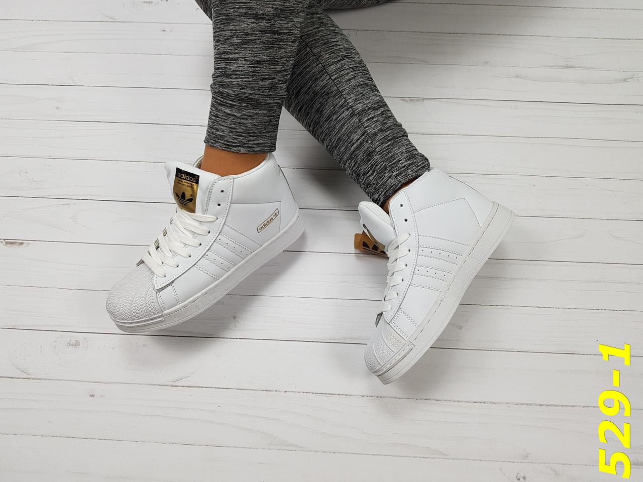1269c4792 Женские весенние кроссовки белые суперстар с брендовыми значками ...