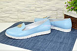 Женские кожаные туфли-мокасины на утолщенной белой подошве. Цвет голубой, фото 3