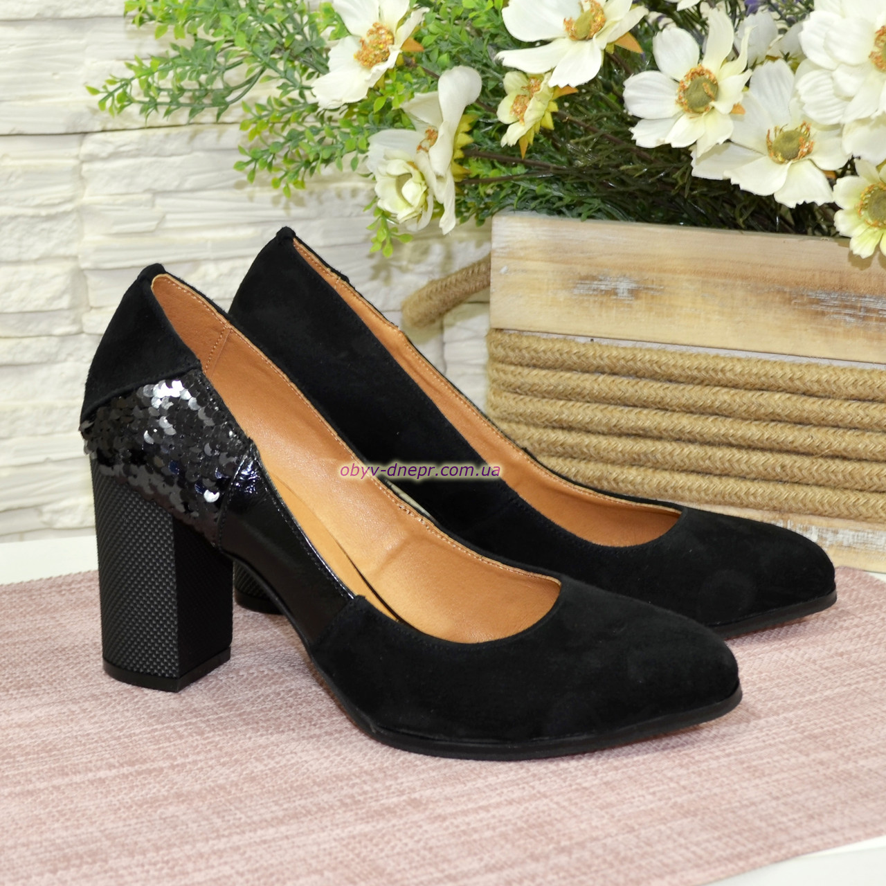 Женские туфли на устойчивом каблуке, цвет черный