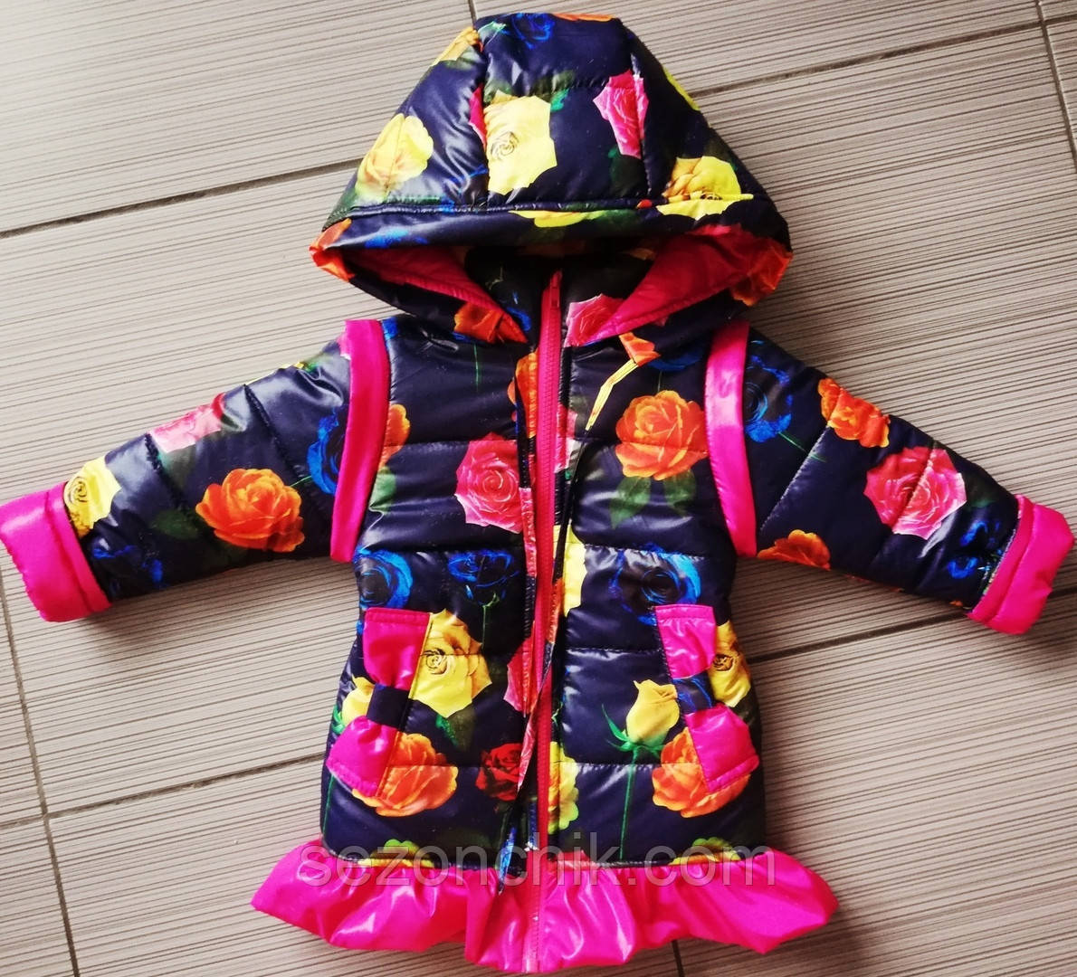 Весенние куртки и плащи на девочек цветочный принт