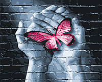 Картина по номерам 40х50 Бабочка в руках (GX25848)