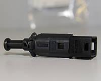 Включатель заднего стоп-сигнала (чёрный) на Renault Trafic  2001-> — (Renault Оригинал) - 7700414986