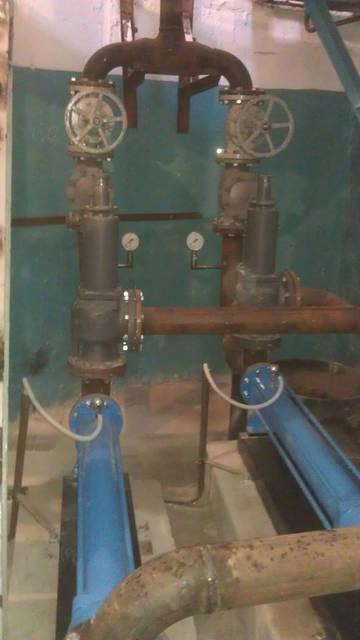 Фрагмент обвязки насосной станции.