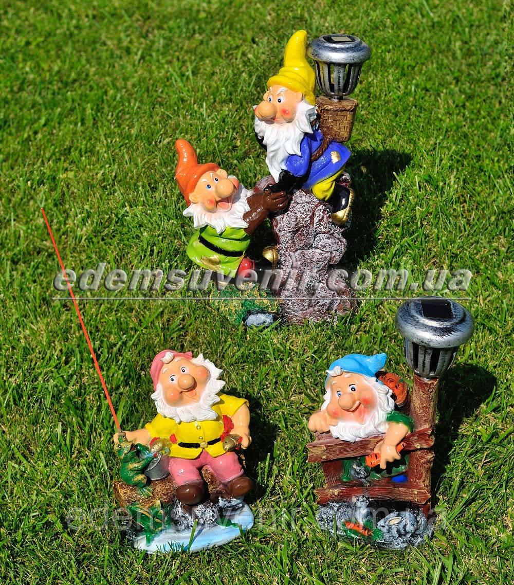 Садовая фигура Гном на рыбалке, Гном у забора и Гномы скалолазы