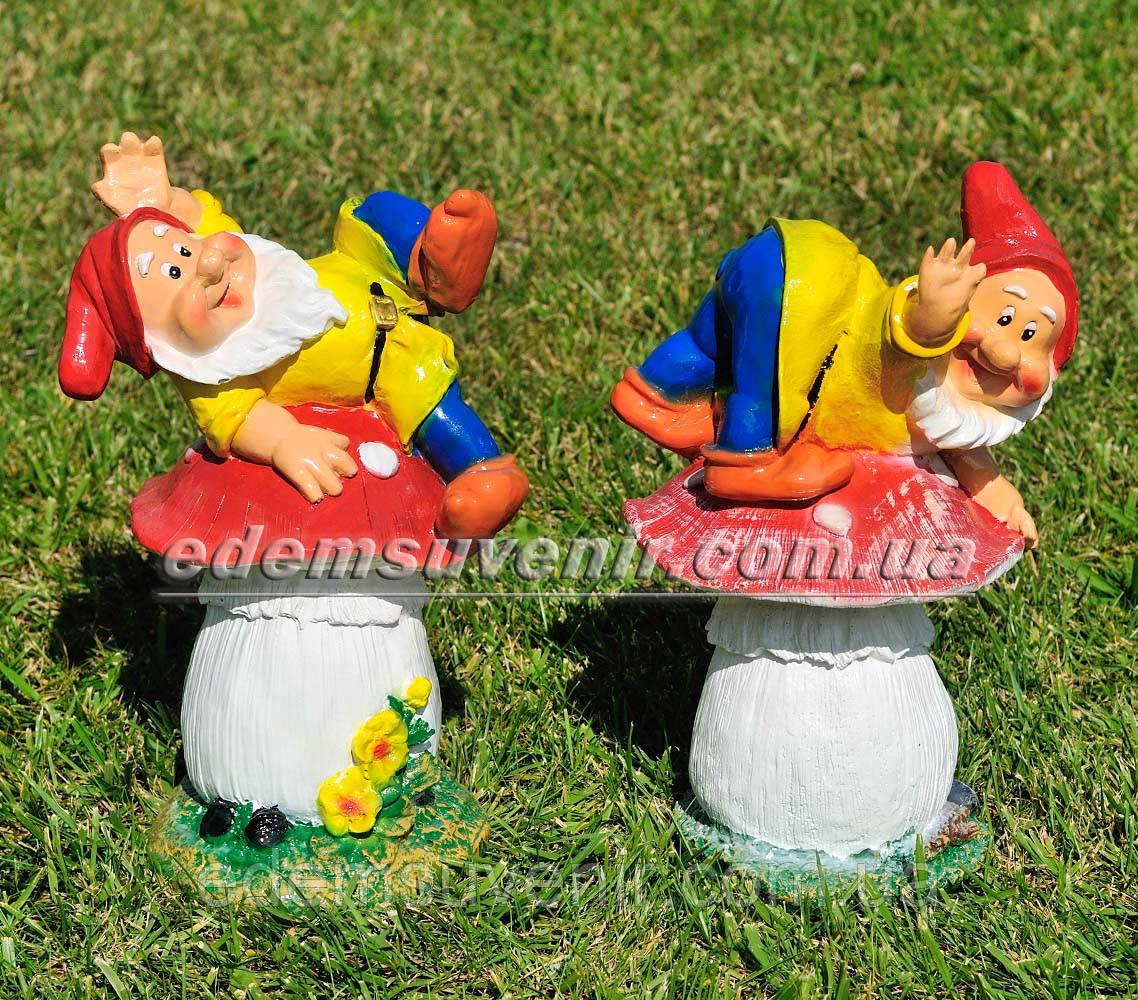 Садовая фигура Гном грибник малый и Гном на мухоморе малый