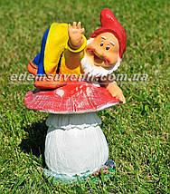 Садовая фигура Гном грибник малый и Гном на мухоморе малый, фото 2