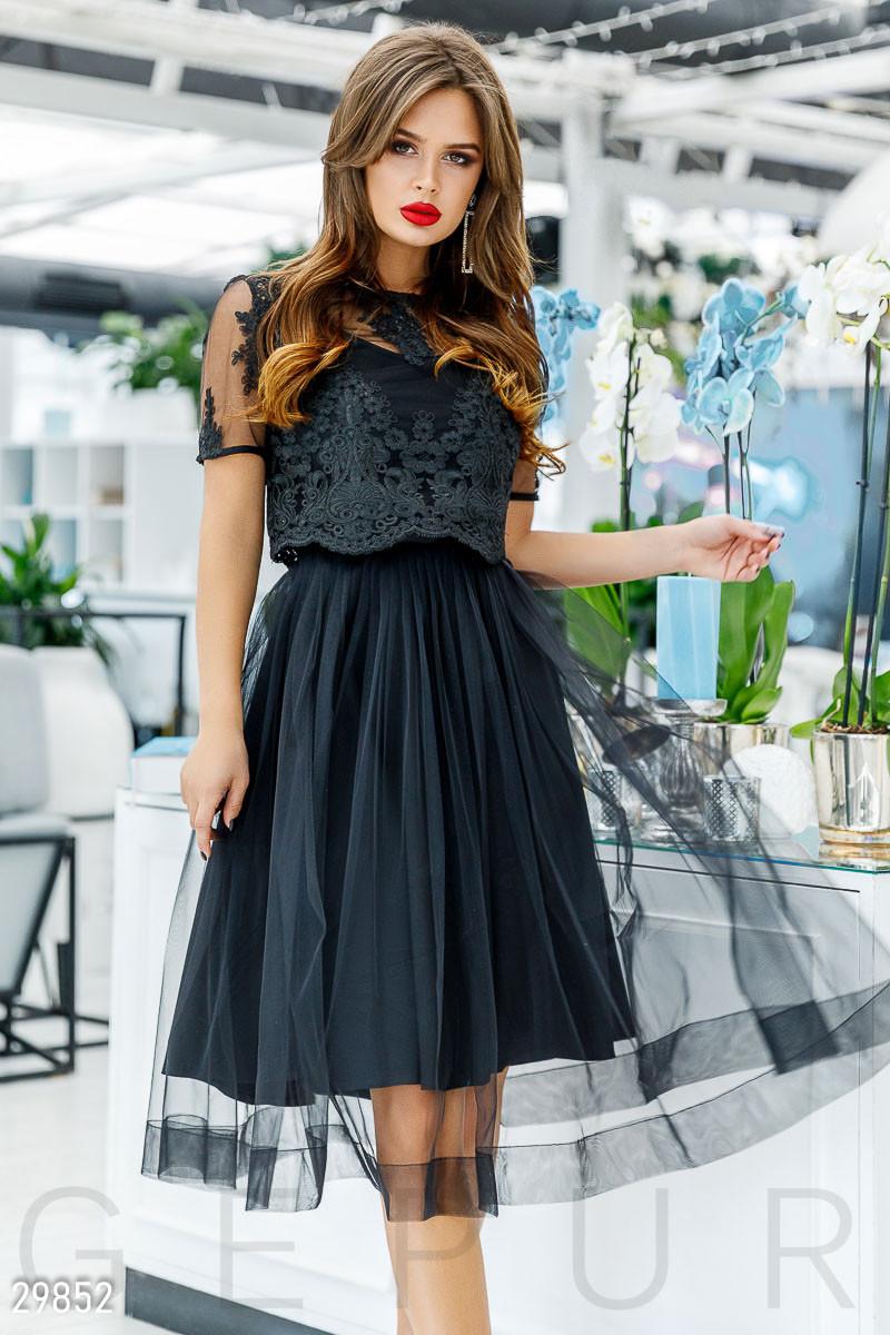 38bcfdbf669ab22 Вечернее платье до колен гипюровый топ и пышная воздушная юбка короткий  рукав черное -
