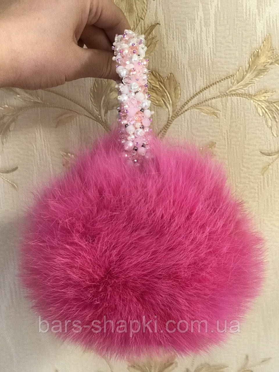 Меховые наушники с камнями из хрусталя. Цвет ярко розовый
