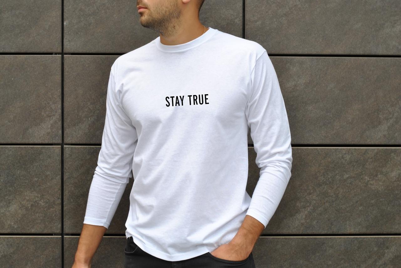 Весенняя мужская футболка Stay True удобная с длинным рукавом белого цвета
