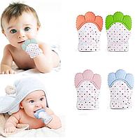 Перчатка - прорезыватель, грызунок для новорожденного. Оранжевый цвет