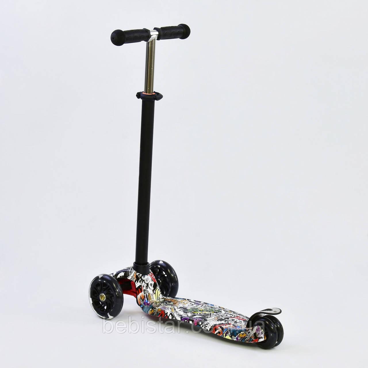 Самокат детский граффити белое MAXI Best Scooter со светящимися черными колесами от 3 лет