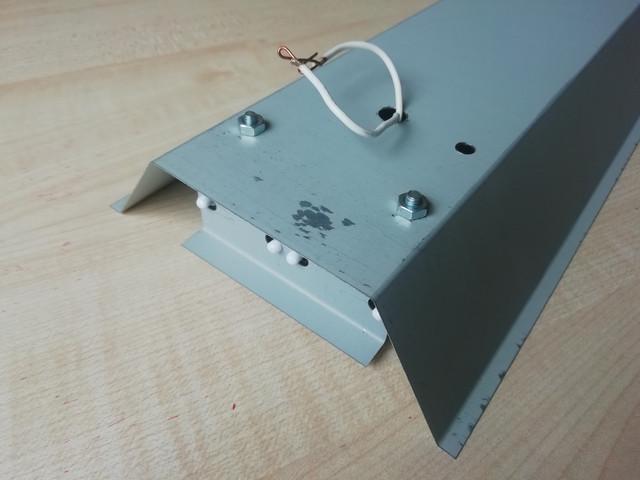 На фото изображена односторонняя покраска корпуса линейного светильника под трубчатые светодиодные лампы СПВ-02 (2х1200 компакт)