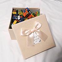 Подарочная коробочка love is