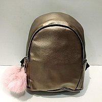 Городские рюкзаки кожзам  с брелком (бронза)20*25см