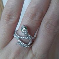 Серебряное кольцо в виде змеи