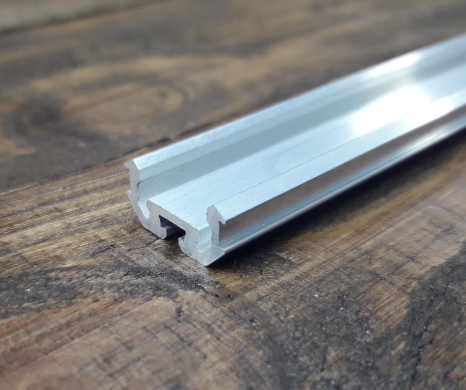 Светодиодный радиаторный профиль универсальный z200 без покрытия.