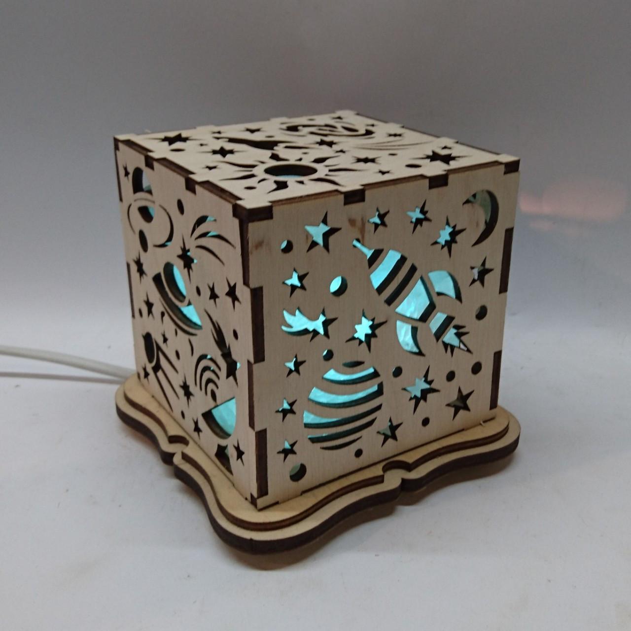 """Соляной светильник деревянный куб """"Космос"""""""