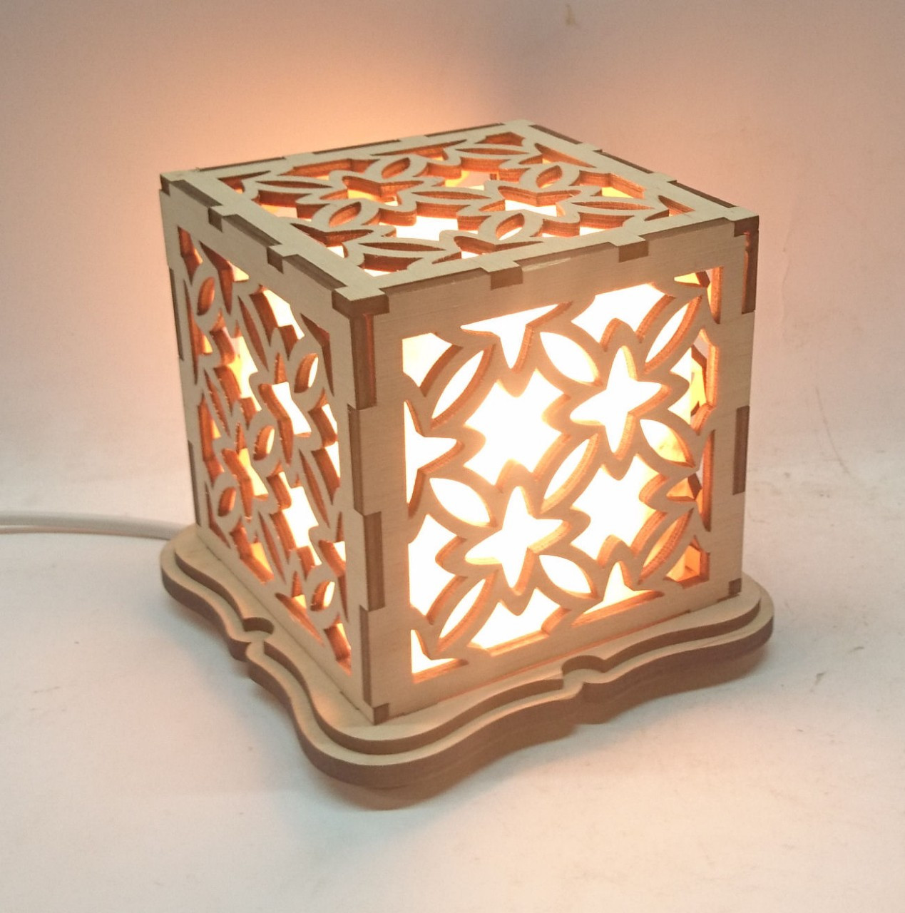 """Соляной светильник деревянный куб """"Узор 1"""""""