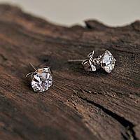 "Серьги ""Классика"", пусеты, серебристый металл, крупным камень Swarovski, классический дизайн"