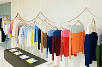 Как сделать мебель для магазина модной или дизайн торгового оборудования для магазина одежды