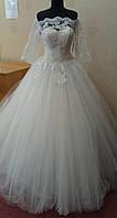 Нежное белое свадебное платье со шлейфом, кружевом и рукавами 3/4, размер 44-50