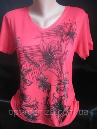 Женские футболки с цветами и стразами.
