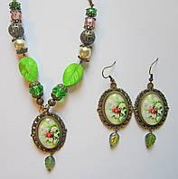 Комплект украшений ручной работы кулон и серьги овальные зелёные с листочками, фото 1