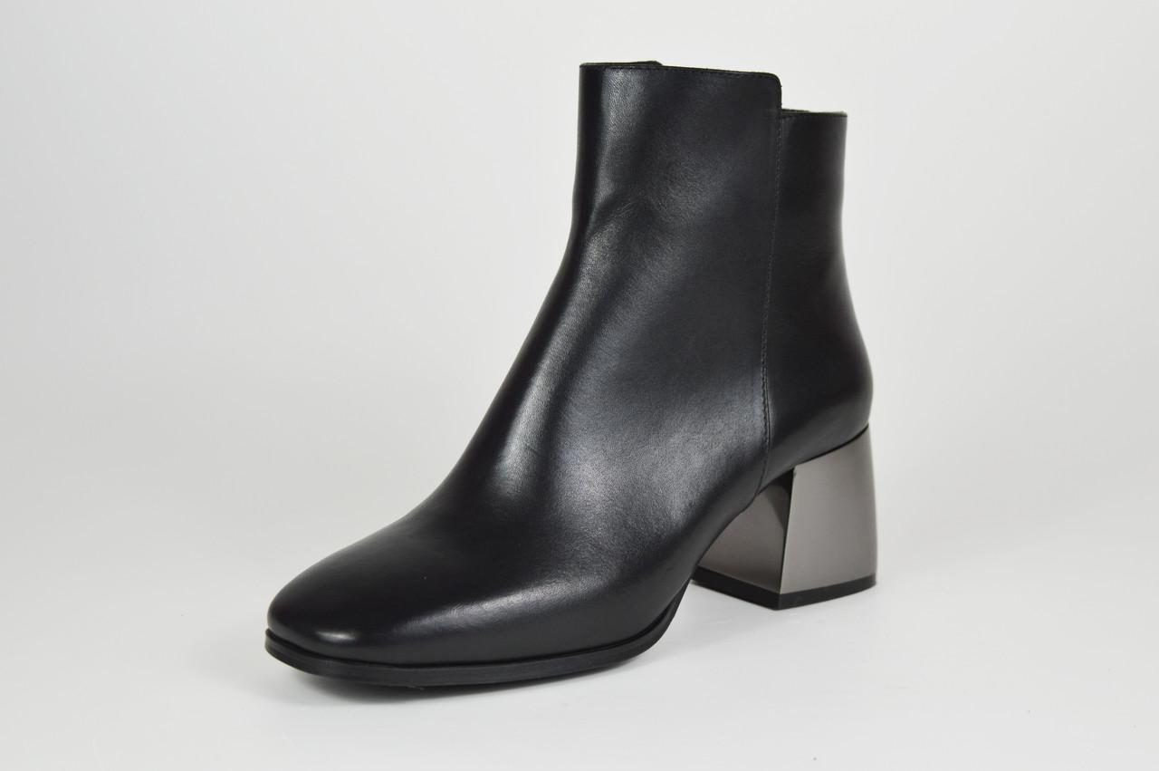 Кожаные женские ботинки с серебристым каблуком Lottini 2134