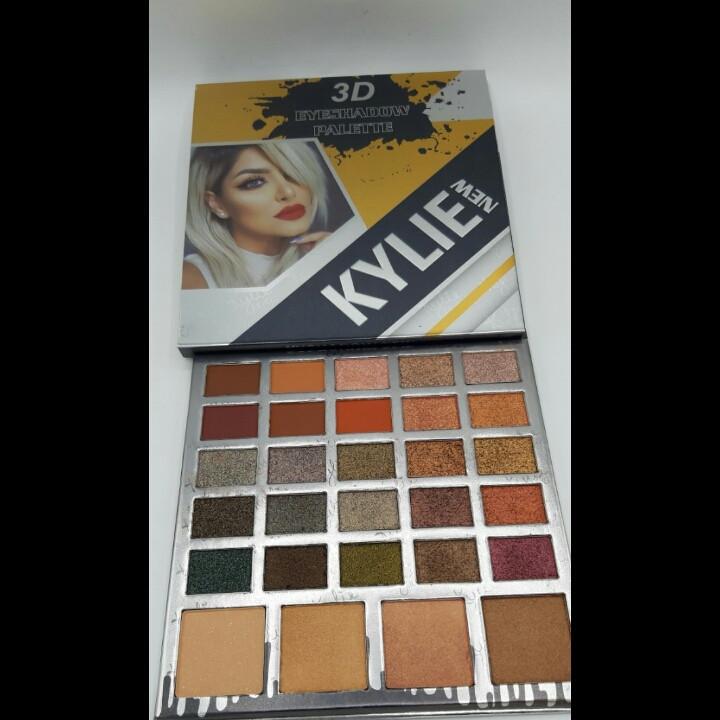 Палитра теней Kylie 3D eyeshadow palette 29 цветов