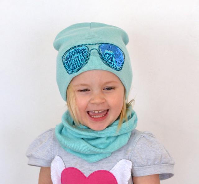 шапка с пайетками очки